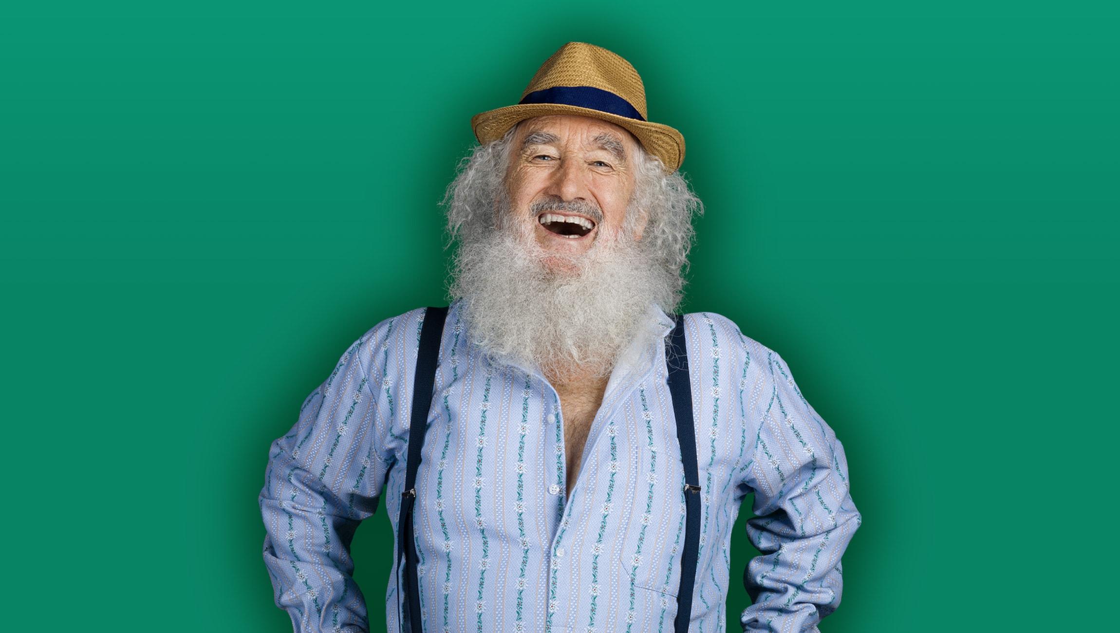 Alter Mann mit Bart und Hut in einem Edelweisshemd